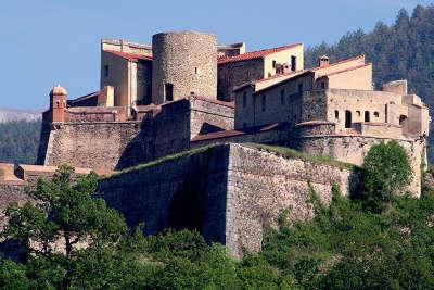 Fort lagarde a prats de mollo route en terre catalane guide du tourisme des pyrenees orientales
