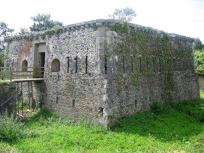 Fortin pointe des espagnols route des fortifications de la presqu ile de crozon routes touristiques dans le finistere guide du tourisme en