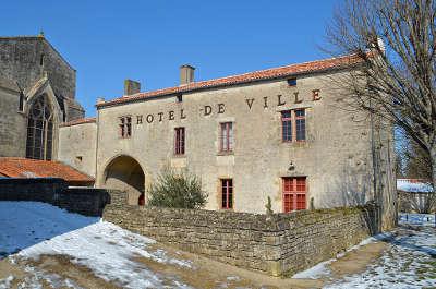 Foussais payre petite cite de caractere hotel de ville ancien prieure routes touristiques de vendee guide du tourisme du pays de la loire