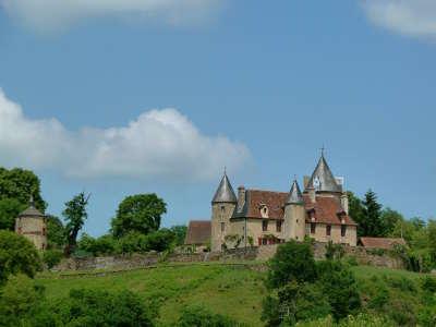 Fresselines chateau de puy guillon routes touristiques de la creuse guide du tourisme du limousin