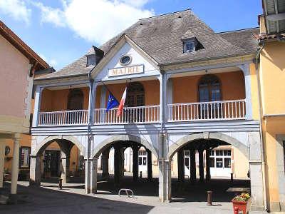 Galan la mairie halle routes touristique des hautes pyrenees guide du tourisme midi pyreneess