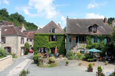 Gargilesse dampierre place du chateau plus beau village de france les routes touristiques dans l indre guide du tourisme centre val de loire