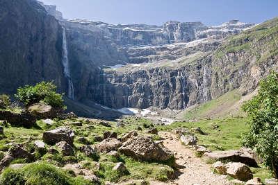 Gavarnie cirque de gavarnie routes touristique des hautes pyrenees guide du tourisme midi pyreneess