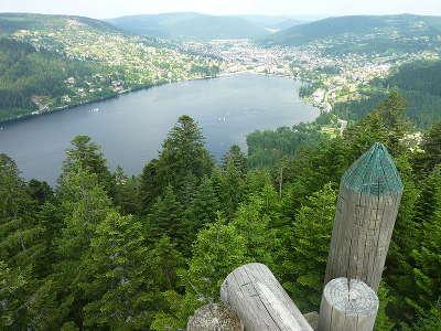 Gerardmer vue de gerardmer depuis la tour de merelle routes touristiques des vosges guide du tourisme de lorraine