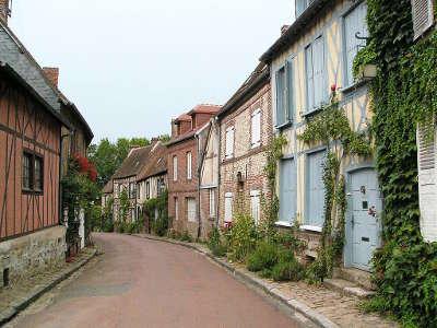 Gerberoy plus beau village ruelle routes touristique de l oise guide touristique de picardie