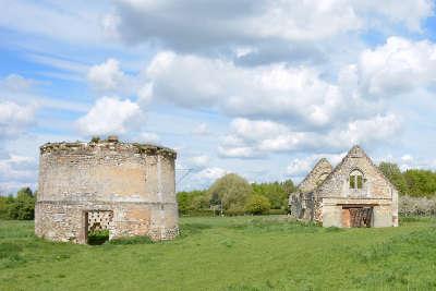 Glos sur risle le logis seigneurial et les remparts routes touristiques de eure guide touristique de haute normandie