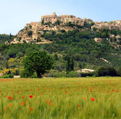 Gordes plus beau village routes touristiques du vaucluse guide du tourisme de provence alpes cote d azur
