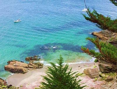 Groix la plage des sables rouges routes touristiques dans le morbihan guide du tourisme en bretagne