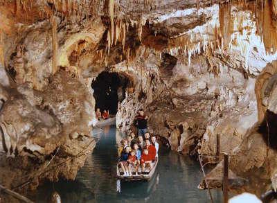 Grottes de medous routes touristique des hautes pyrenees guide du tourisme midi pyreneess