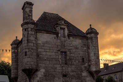 Guerlesquin le presidial de guerlesquin petite cite de caractere routes touristiques dans le finistere guide du tourisme en bretagne