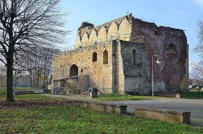 Ham vestiges du chateau routes touristique de la somme guide du tourisme de picardie