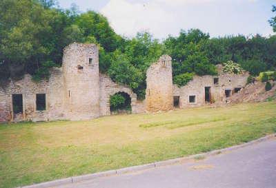 Hombourg haut chateau en ruine routes touristiques de la moselle guide du tourisme de la lorraine