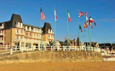 Hotel des bains saint cast le guido routes touristiques des cotes d armor guide du tourisme de bretagne