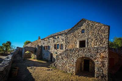 Hures la parade la ferme caussenarde routes touristique de la lozere guide du tourisme du languedoc roussillon