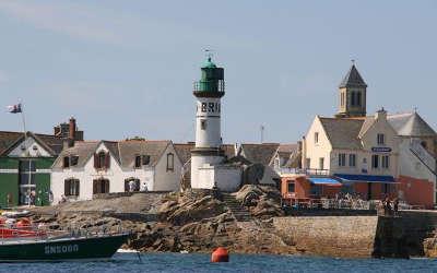 Ile de sein port la foret routes touristiques dans le finistere guide du tourisme en bretagne