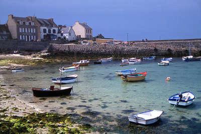 Ile molene le port les routes touristiques dans le finistere guide du tourisme en bretagne