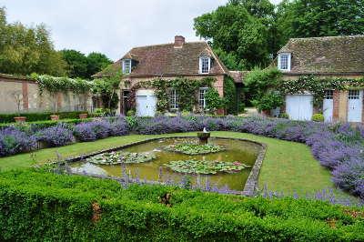 Jardins du manoir du grand courtoiseau jardin remarquable basin routes touristiques dans le loiret guide du tourisme centre v