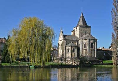 Jazeneuil route des abbayes et monuments du haut poitou guide du tourisme de la vienne