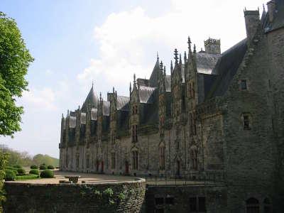 Josselin cite medievale facade du chateau de josselin petite cite de caractere routes touristiques dans le morbihan guide du tourisme en bretagne