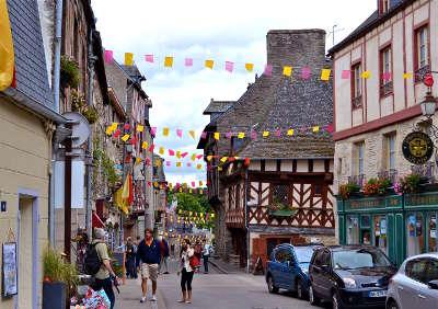 Josselin cite medievale petite cite de caractere routes touristiques dans le morbihan guide du tourisme en bretagne