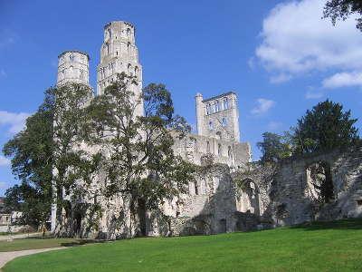 Jumieges l abbaye routes touristiques de seine maritime guide du tourisme de haute normandie