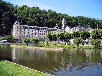 L abbaye saint pierre de brantome parc naturel regional perigord limousin guide du tourisme de la dordogne aquitaine