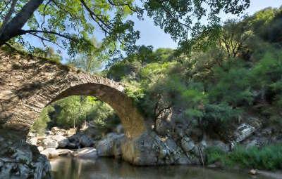 L heric dans les gorges du memes nom le parc naturel regional du haut languedoc guide touristique en france