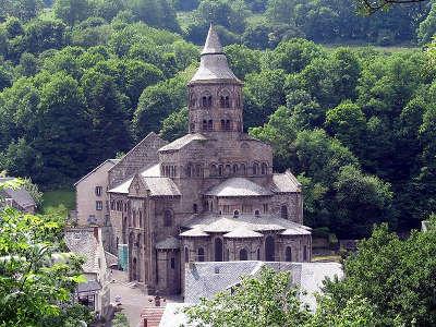 La basilique d orcival les routes touristiques du puy de dome guide touristique auvergne 1