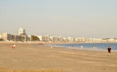 La baule la plage a maree basse route touristique de loire atlantique guide du tourisme des pays de la loire