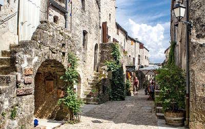 La couvertoirade plus beaux villages de france ruelle routes touristiques de aveyron guide du tourisme midi pyrenees