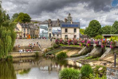 La gacilly la cite d art et d histoire ruelle routes touristiques dans le morbihan guide du tourisme en bretagne