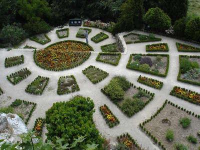 La garde adhemar plus beau village jardin du presbytere routes touristiques de la drome guide touristique rhone alpes