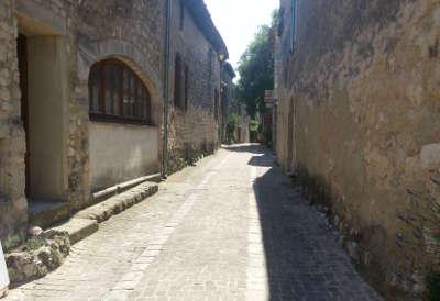 La garde adhemar plus beau village village perche ruelle routes touristiques de la drome guide touristique rhone alpes