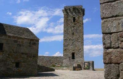 La garde guerin la tour plus beaux villages routes touristiques de lozere guide touristique du languedoc roussillon