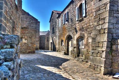 La garde guerin plus beaux villages routes touristiques de lozere guide touristique du languedoc roussillon