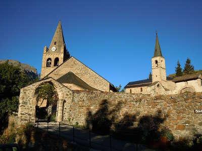 La grave plus beau village eglise paroissiale de l assomption de la chapelle des penitents routes touristiques des hautes alpes guide du tourisme de provence alpes cote d azyr