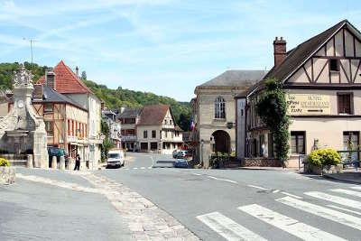 La roche guyon plus beaux villages de france routes touristiques du val d oise guide touristique de ile de france