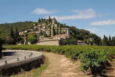 La roque sur ceze les vignes plus beaux villages routes touristiques du gard guide touristique du languedoc roussillon