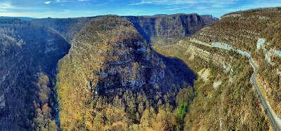La route de la vallee de la loue les gorges de nouailles routes touristiques du doubs guide du tourisme de franche conte