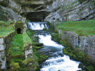 La route de la vallee de la loue source de la loue routes touristiques du doubs guide du tourisme de franche conte