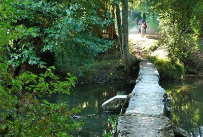La vallee du salleron passage thenet routes touristique de la vienne guide du tourisme de poitou charentes