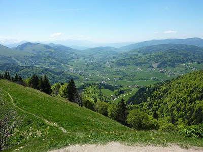 La vallee verte depuis le sommet du mont forchat routes touristiques de haute savoie guide du tourisme de rhone alpes