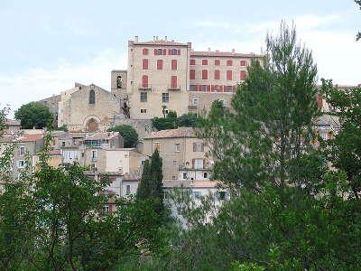 La verdiere village de caractere le chateau routes touristiques du var guide touristique de la provence alpes cote d azur