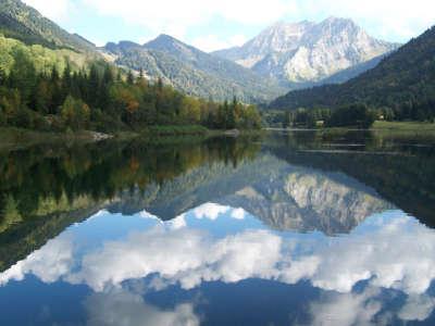 Lac de vallon bellevaux routes touristiques de haute savoie guide du tourisme de rhone alpes