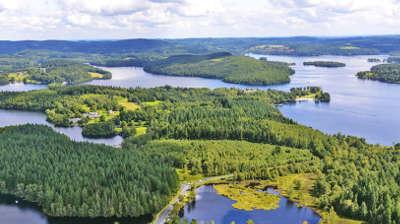 Lac de vassiviere routes touristiques de la haute vienne guide du tourisme du limousin