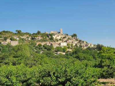 Lacoste routes touristiques du vaucluse guide touristique de la provence alpes cote d azur