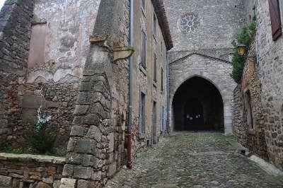 Lagrasse plus beau village de france routes touristiques de aude guide du tourisme d occitanie