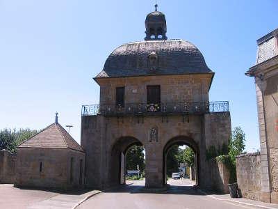 Langres ville d art et d histoire porte des moulins routes touristiques dans la haute marne guide du tourisme grand est
