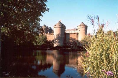 Lassay les chateaux petite cite de caractere le chateau de lassay routes touristiques de mayenne guide du tourisme pays de la loire