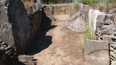 Laure minervois allee couverte de saint eugene routes touristique de aude guide du tourisme du languedoc roussillon